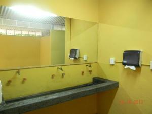 Un baño de Tubohotel