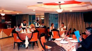 A restaurant or other place to eat at Hotel Presidente Internacional