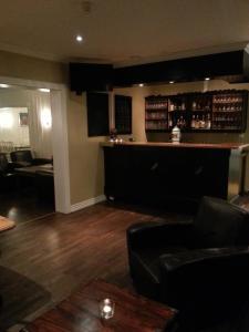 The lounge or bar area at Badeland Gjestegård