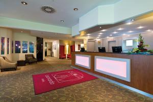 The lobby or reception area at Leonardo Hotel Mönchengladbach