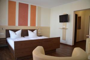 Кровать или кровати в номере Königsteiner Hof