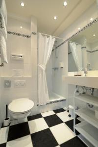 A bathroom at Hotel Mittelweg
