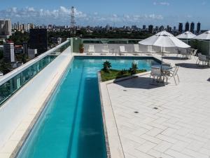 The swimming pool at or near Iguatemi Business & Flat