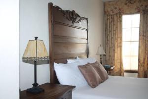 Ein Bett oder Betten in einem Zimmer der Unterkunft Boulder Dam Hotel