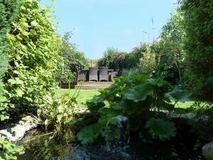 A garden outside The Winsford Lodge