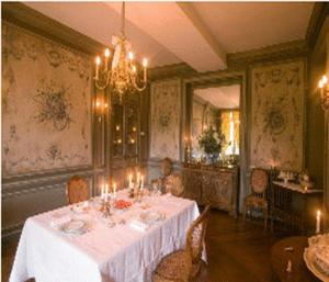 A restaurant or other place to eat at Château de Sarceaux