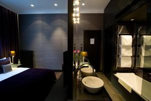 Een badkamer bij Canal House