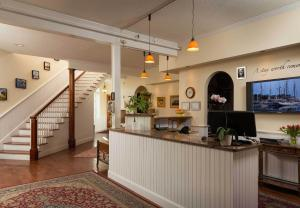 The lobby or reception area at Lord Camden Inn