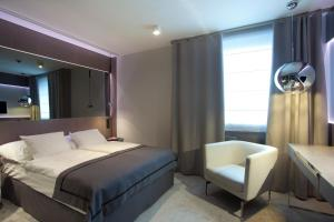 Łóżko lub łóżka w pokoju w obiekcie Ilonn Hotel