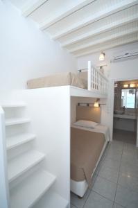 Ein Etagenbett oder Etagenbetten in einem Zimmer der Unterkunft Asimina