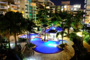 A view of the pool at Cathedral Place or nearby