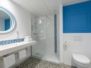 A bathroom at ibis Styles Strasbourg Avenue du Rhin