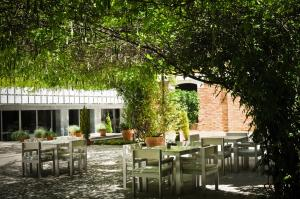 A restaurant or other place to eat at Hospes Palacio de los Patos