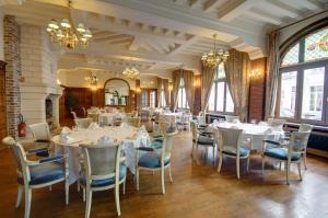 A restaurant or other place to eat at Najeti Hôtel de L'univers