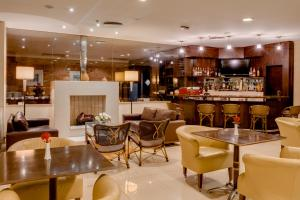 The lounge or bar area at Blue Tree Towers Caxias do Sul