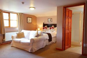 A bed or beds in a room at Portway Inn