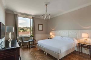 Een bed of bedden in een kamer bij Plaza Hotel Lucchesi