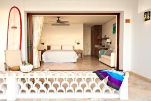 Cama ou camas em um quarto em Cabo Surf Hotel