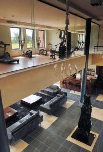 Gimnasio o instalaciones de fitness de Regency Park Hotel + Spa