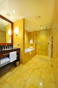 Łazienka w obiekcie Regent Warsaw Hotel