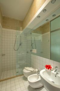 Un baño de Hotel Delle Cave