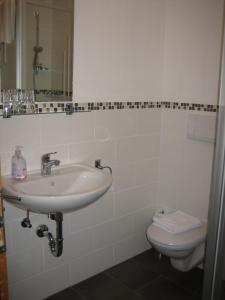 Ein Badezimmer in der Unterkunft Metzgerei und Gästehaus Grandauer