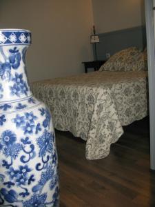 A bed or beds in a room at Home Nantua studio meublés Ain-Jura