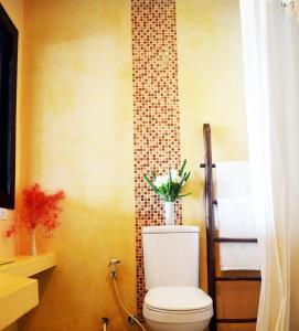 Ванная комната в Benyada Lodge - Surin Beach