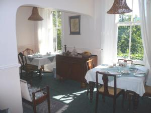A restaurant or other place to eat at Woodburn House