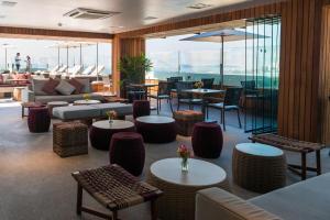 The lounge or bar area at PortoBay Rio de Janeiro