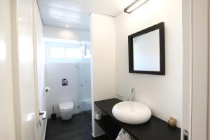 A bathroom at Dizengoff Avenue Boutique Hotel