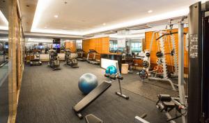 Das Fitnesscenter und/oder die Fitnesseinrichtungen in der Unterkunft The Grand Fourwings Convention Hotel Bangkok