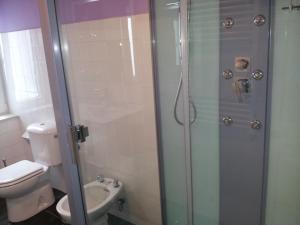 Un baño de Casona El Gurugu