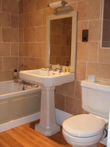 A bathroom at Roseview B&B Rhyl