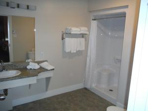 A bathroom at Motel Beausejour