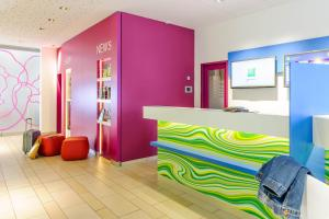 The lobby or reception area at Ibis Styles Hildesheim