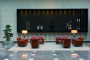 The lobby or reception area at Maritim Hotel Düsseldorf