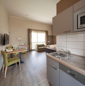 A kitchen or kitchenette at Boarding Haus Aachen-Brand