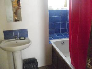 A bathroom at Manoir de la Baronnie