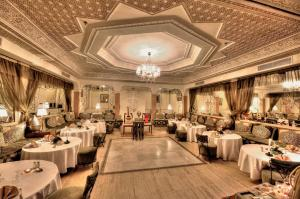 A restaurant or other place to eat at Hôtel Farah Marrakech