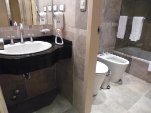 A bathroom at Fueguino Hotel
