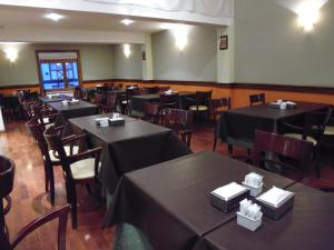A restaurant or other place to eat at Hotel Villa Brescia