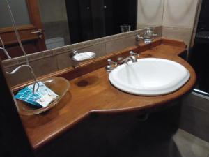 A bathroom at Hotel Villa Brescia