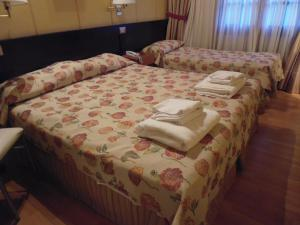 A bed or beds in a room at Hotel Villa Brescia