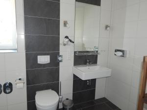 Ein Badezimmer in der Unterkunft Ohlenforst Vis a Vis