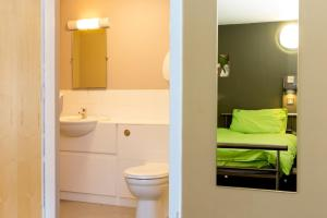 A bathroom at YHA Berwick