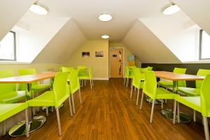 A restaurant or other place to eat at YHA Berwick