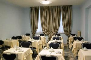 A restaurant or other place to eat at Hotel Millennium Palace
