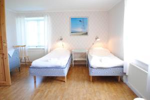 Säng eller sängar i ett rum på Suderbys Herrgård
