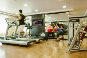 The fitness center and/or fitness facilities at Carlton Downtown Hotel